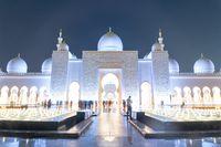 Sheikh Zayed Grand Mosque at night in Abu Dhabi, United Arab Emirates.