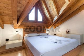 Cozy italian style bedroom