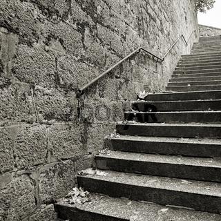 Treppe in der historischen Altstadt von Karlovy Vary