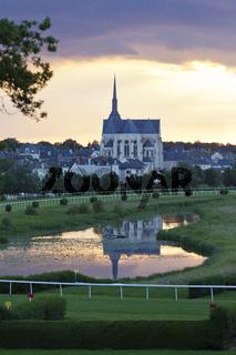 Rennbahn und Kirche von Lion d´Anger Frankreich