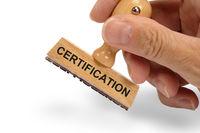 Zertifikation auf einem Holzstempel