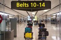 Singapur, Republik Singapur, Ankunft von Flugreisenden mit Mundschutz am Flughafen Changi