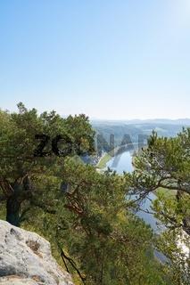 Blick von der Bastei auf den Fluss Elbe im Elbsansteingebirge