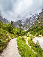 Wanderweg am Grieß des Eisbaches im Berchtesgadener Land