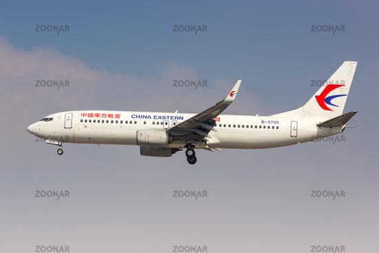China Eastern Airlines Boeing 737-800 Flugzeug Flughafen Shanghai Hongqiao