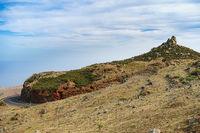 Markante Strasse und Landschaft im Suedosten von La Gomera