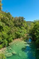 Landschaft am Fluss Siagne bei Saint-Cezaire-sur-Siagne