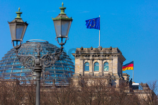 Berlin, Hauptstadt, Reichstag, Parlament, Regierung, wehende Fahnen
