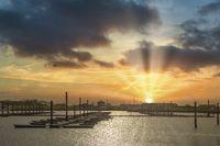 Hafen Norddeich im Gegenlicht der Sonne