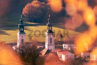 Kloster Pielenhofen bei Regensburg in der Oberpfalz im Herbst