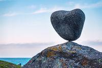 Küste mit Stein auf den Lofoten in Norwegen