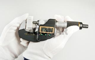 Handhabung einer Bügelmessschraube Handling of a micrometer