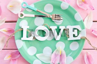 Gruener Teller mit LOVE