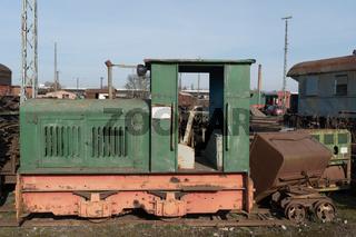 Alte Lokomotiven und Waggons im Detail