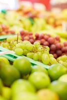 Weintrauben zum Verkauf im Supermarkt