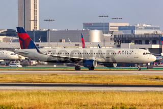 Delta Air Lines Airbus A321 Flugzeug Flughafen Los Angeles