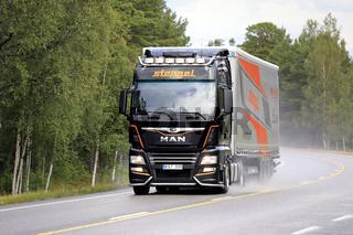 New MAN TGX Stengel LT Trucking on Rainy Day