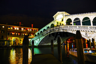 Rialto Bridge (Ponte Di Rialto) at night