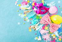 Bunte Dekoration und Luftballons