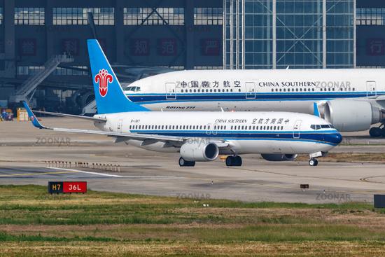 China Southern Airlines Boeing 737-800 Flugzeug Flughafen Shanghai Hongqiao