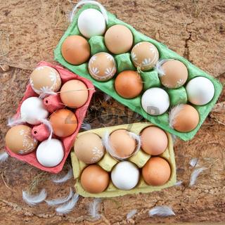 Hintergrund mit verschiedenen Eiern
