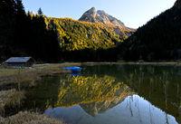 Gipfel Hahnenschritthorn mit Spiegelung im Bergsee Lauenensee,Lauenen, Kanton Bern, Schweiz