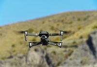 Drohne Mavic 2 Pro im Flug / Drone Mavic 2 Pro in flight