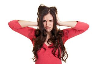 Frau rauft sich ihre Haare