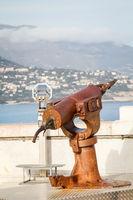 Nahaufnahme der rostigen Harpunenkanone eines Walfänger