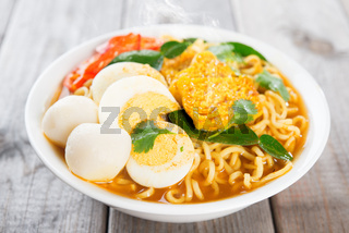 Curry instant noodles