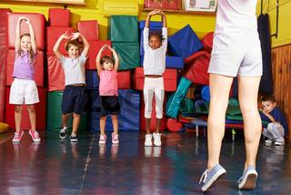 Kinder beim Kindersport in der Vorschule