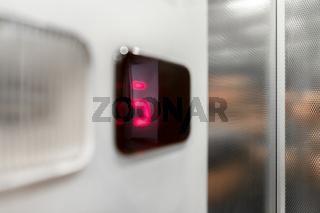 Monitor show number floor in elevator