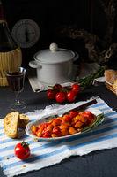 Gigantes Plaki – Gebackene Bohnen in Tomatensoße