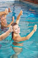 Gemeines Rückentraining im Wasser