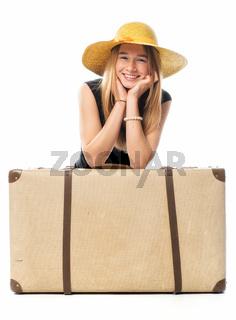 junges mädchen mit reisekoffer