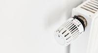 Temperaturregler mit Thermostat an Heizkörper von Heizung