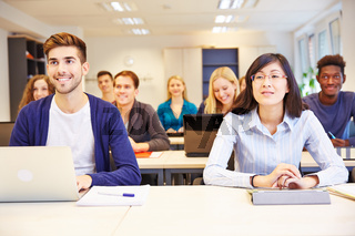 Studenten lernen im Seminar einer Universität