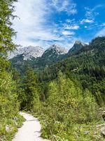 Wanderweg im Klausbachtal im Berchtesgadener Land