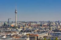 Blick über Berlin vom Kollhoff-Tower am Postdamer Platz mit dem Berliner Fernsehturm