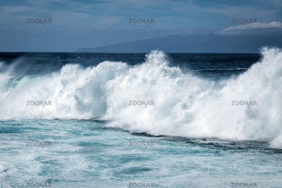 Massive wave breaking on the coast of Tenerife