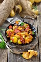 Kartoffelpfanne mit Pfifferlingen
