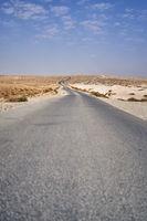 Straße in der Wüste in Jordanien