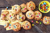 Leckere Kekse mit Schokolinsen