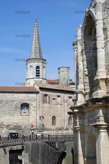 Arena und Kirche in Arles