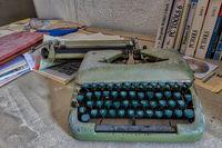 Lost Places Büroräume Industriebetrieb Schreibmaschine