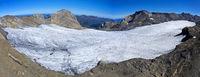 Plateaugletscher Plaine Morte vor den Gipfeln Gletscherhorelinks, und Wildstrubel, rechts,Schweiz
