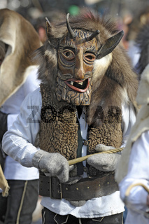 Historische Holzmasken auf Karneval