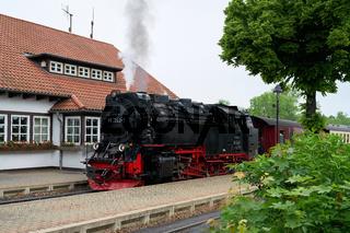 Die Brockenbahn im Bahnhof in Wernigerode
