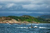 Seezeichen im Lyngdalsfjord in Norwegen