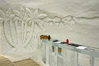 Rezeption aus Eis und Eisskulptur im Eishotel